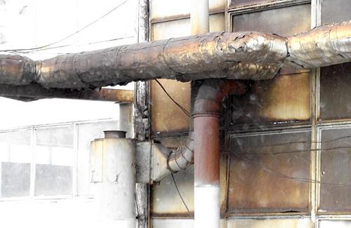 О загрязнении свидетельствует копоть на стенах
