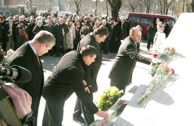 Покладення квітів до пам'ятнику Т.Г. Шевченку