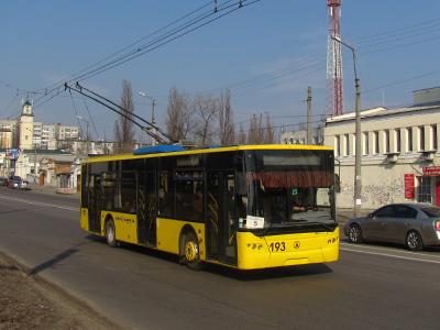 Современный низкопольный троллейбус ЛАЗ Е183