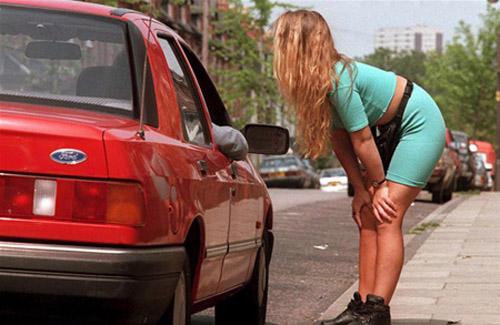 Проститутка взяла плату за услуги без согласия клиентов