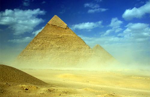 В стране пирамид наступил период песчаных бурь