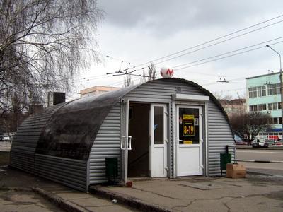 Наземний вихід станції «Фурманова»