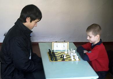Станіслав Зуйков (зліва) грає з Борисом Рябенко