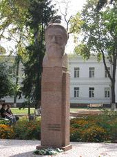 Пам'ятник М.В. Скліфосовському у Полтаві