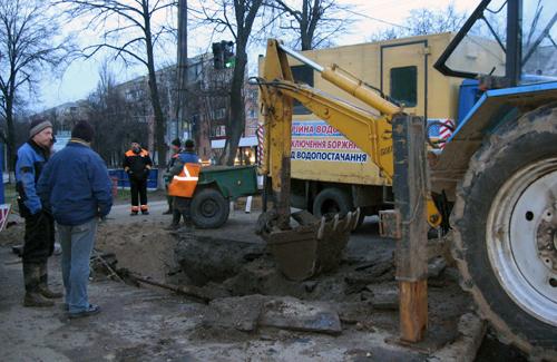 Вчора біля ОДТРК «Лтава» сталася аварія водопроводу
