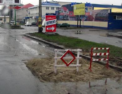 Ямы на полтавских дорогах оперативно засыпают песком