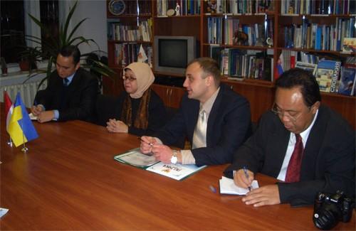 Надзвичайний та Повноважний Посол Індонезії в Україні пані Нінінг Сунінгсіх Рохадіат