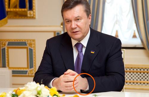 Янукович подарував полтавському селянину золотий годинник