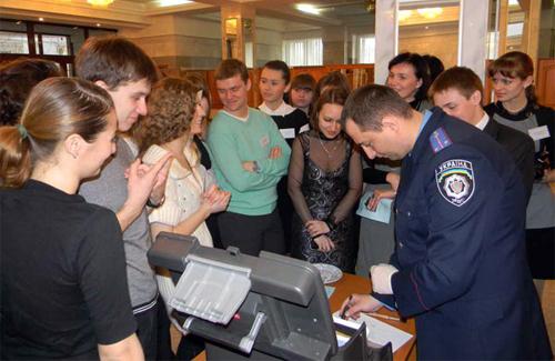 Працівники НДЕКЦ при УМВС Полтавщини у Полтавському юридичному інституті в «День відкритих дверей»