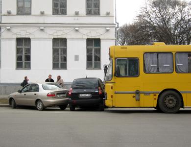 В центре Полтавы автобус столкнулся с «корейцами»