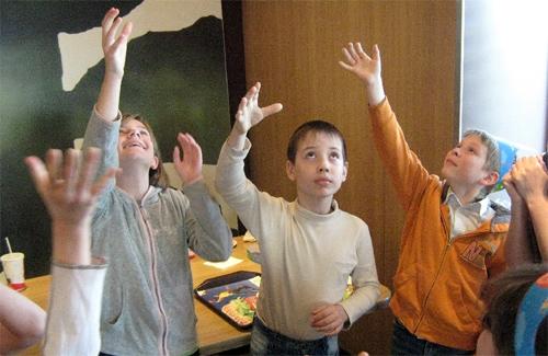 Підніміть руки до сонця, і воно вам посміхнеться