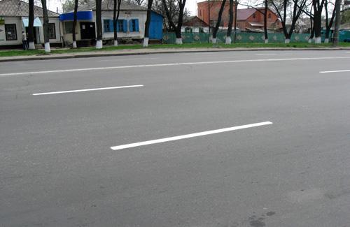 В Полтаве начали наносить дорожную разметку