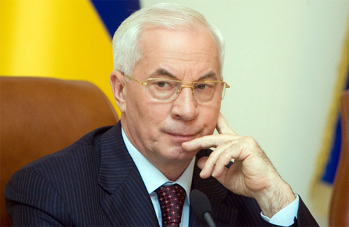 Азаров закликав відключити газ забезпеченим боржникам