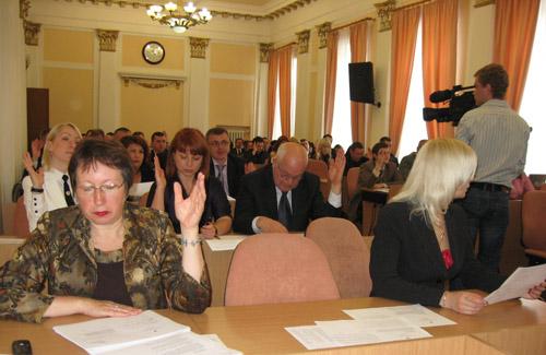 Депутати Полтави «утримались» від католицького храму і «за» комунальне БТІ
