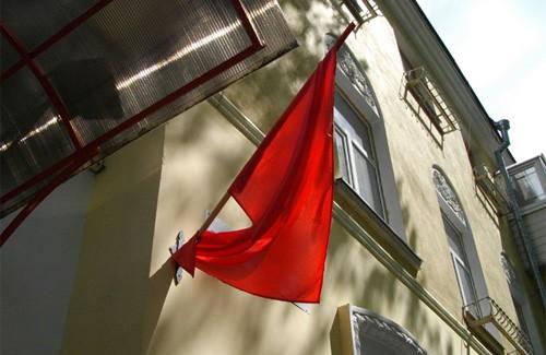 Червоний прапор на вулиці Жовтневій
