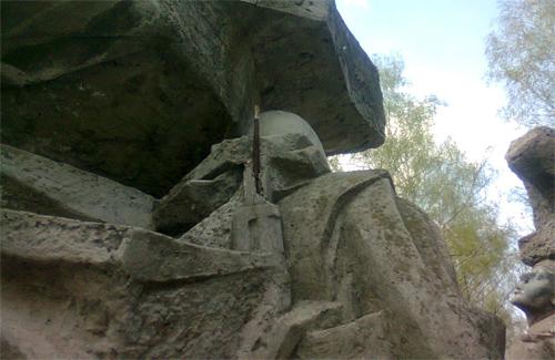 В Полтаве разрушается памятник воинам-интернационалистам