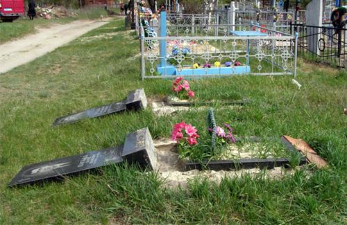 Вандал зруйнував 6 надгробних пам'ятників