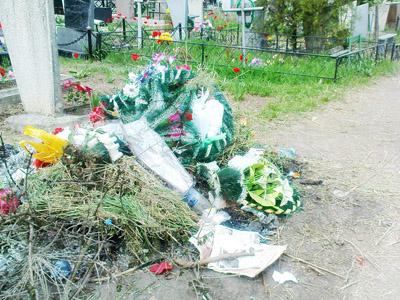 Ежегодные проблемы кладбища на Рассошенцах