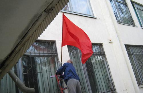 У Полтаві замість прапора перемоги — прапор революції