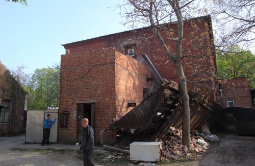 Будинок на Жовтневій, 3 руйнує один із мешканців