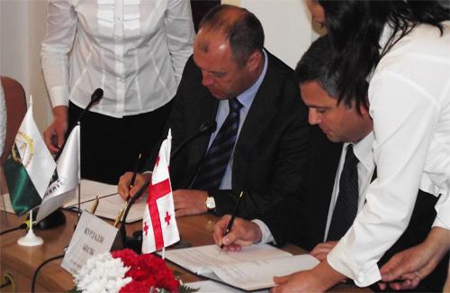 Александр Мамай и Бесик Курдадзе подписывают договор о партенских отношениях