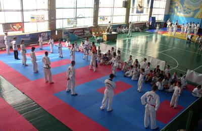 Днями 224 юних тхеквондиста взяли участь у змаганнях з загальної фізичної підготовки
