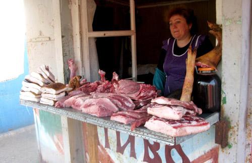 Правоохоронці вилучили більше 50 кг м'яса, молоко та овочі