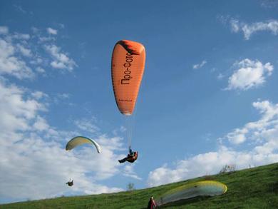 Полтавські парапланеристи відкрили літній сезон 2011