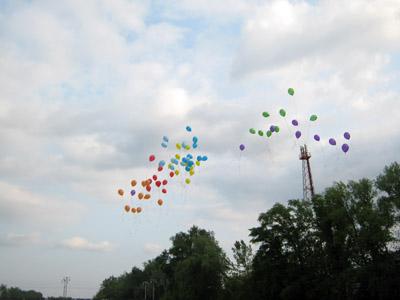 Акція на березі Ворскли завершилася запуском у небо різнокольорових кульок