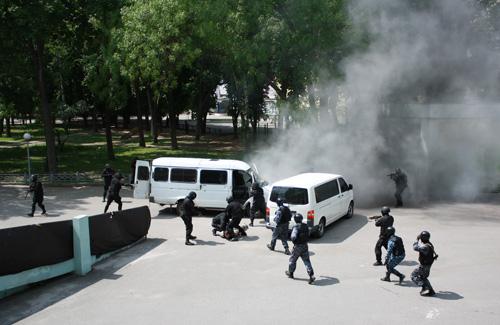 Спецпідрозділ СБУ влаштував навчання з нагоди ЄВРО-2012
