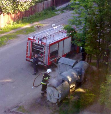 Горящий мусорный бак на ул. Крамского