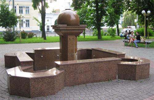Фонтан у Полтаві біля кінотеатру Котляревського не працює