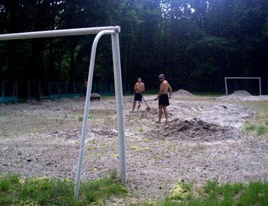 Футбольне поле готують для дітей
