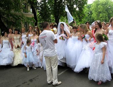 Марш невест в Полтаве