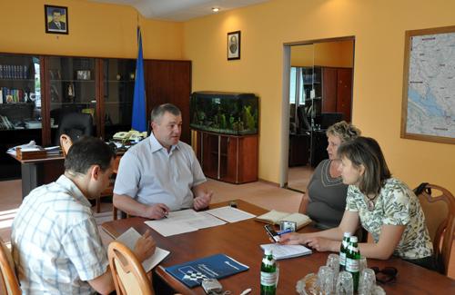 Олександр Рудяк спілкується з журналістами