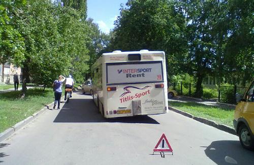 Провалившийся автобус