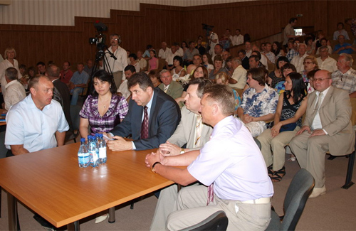 Журналістам подарували грамоти й поїздку до Харкова
