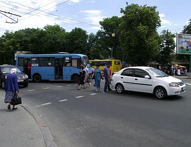 В Полтаве пассажирский автобус протаранил Chevrolet