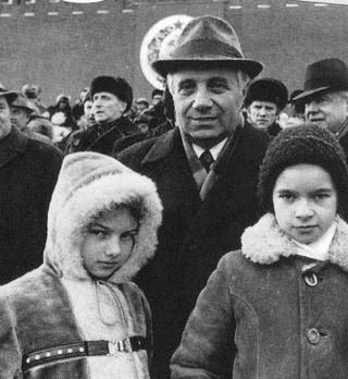Григорий Григоренко с внуками