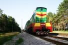 Землеройная машина установлена на платформе этого поезда