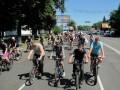Колонна велосипедистов на улице Фрунзе