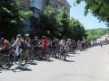 Колонна велосипедистов на улице Пролетарской