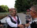 Победительницу конкурса поздравляет глава правления ПМГО «ВелоПолтава» Нурумов Валерий