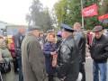 Сотрудники милиции просят протестущих разблокировать дорожное движение