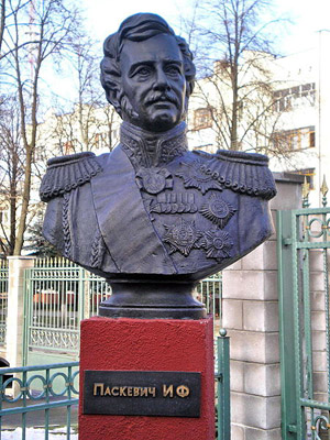 Современный памятник Паскевичу в Гомеле