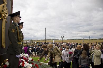 Открытие памятника в Красном 2012 год