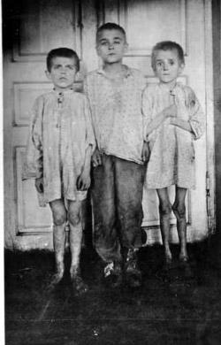 Діти, доведені голодом до злочинства (м. Катеринослав): хлопець справа убив 8-річного товариша, щоб забрати у нього 4 фунти хліба (1 фунт = 0,4 кг)
