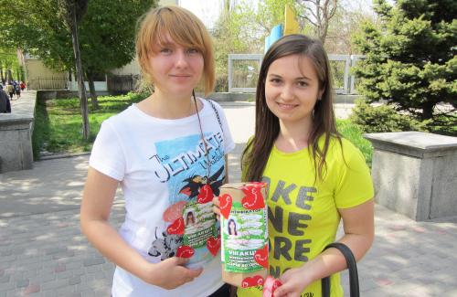 Волонтёры Лена и Марина