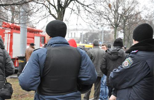Будинок профспілок оточили міліцією та рятувальниками