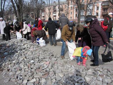 Розчистка площі від барикад